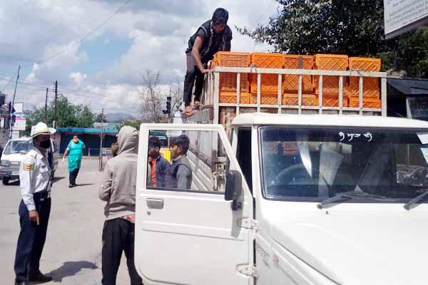 PunjabKesari, Migrant in Jeep Image