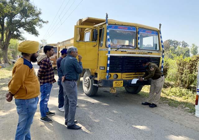 PunjabKesari, Tipper and Police Image