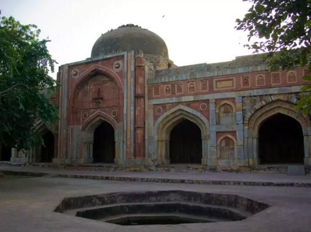 PunjabKesari, जमाली कमाली मस्जिद और मकबरा