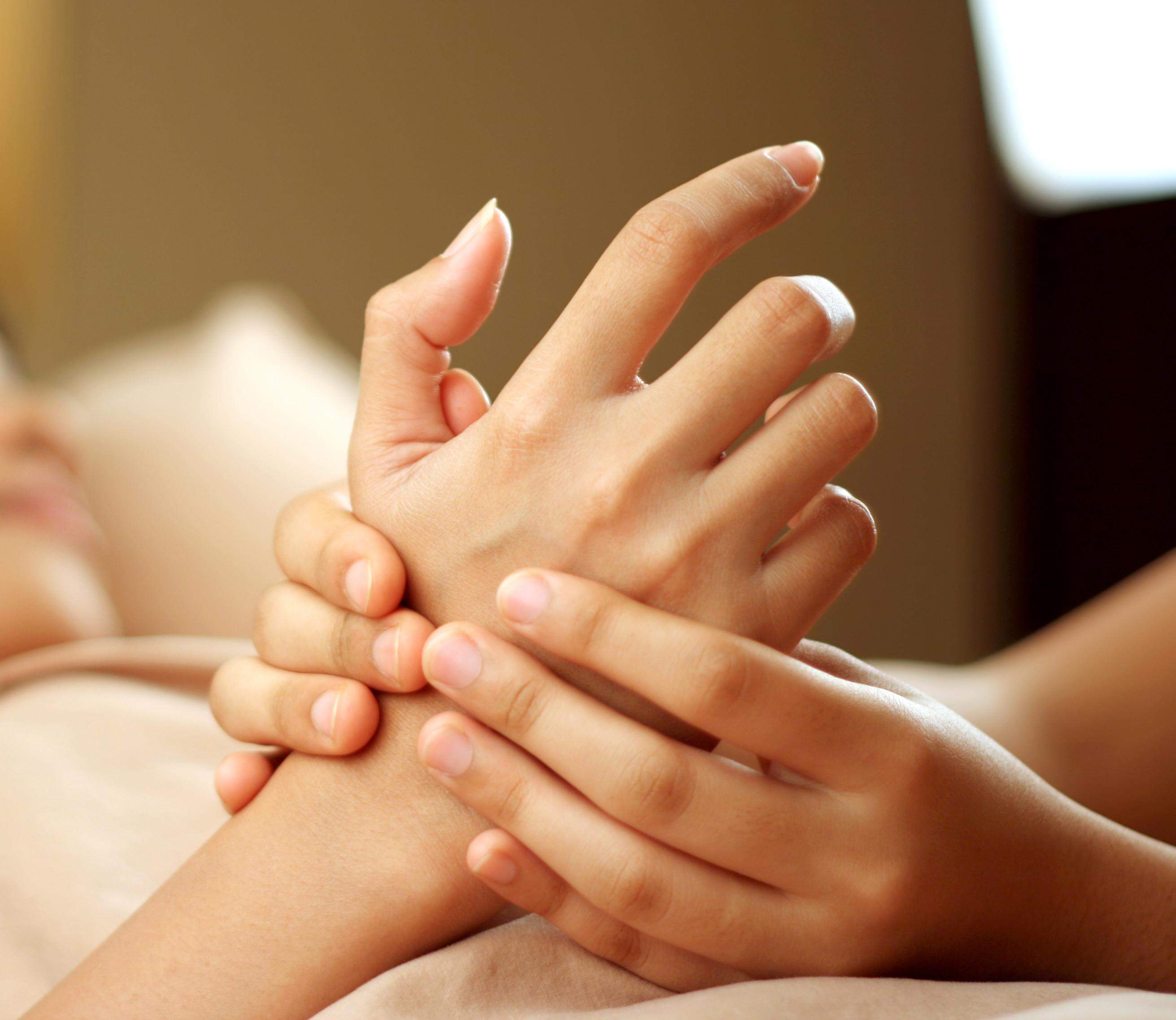 PunjabKesari, Nari, Hand Massage Image, Homemade beauty tips