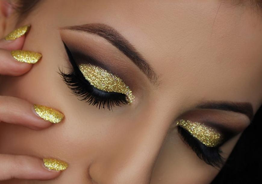 PunjabKesari, Nari, New Year party Makeup, Gold glitter eyeshadow