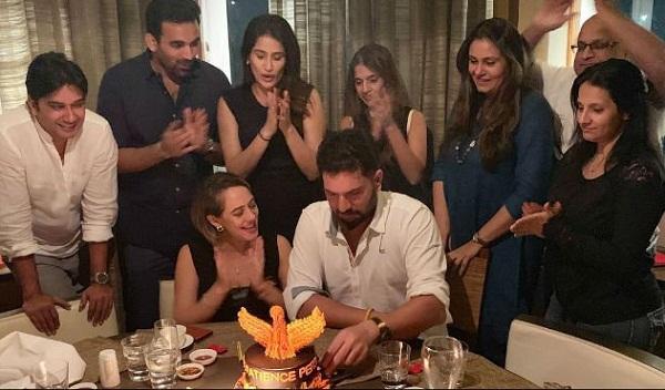 Yuvraj singh celebrate 37th birthday with wife hazel keech & Friend