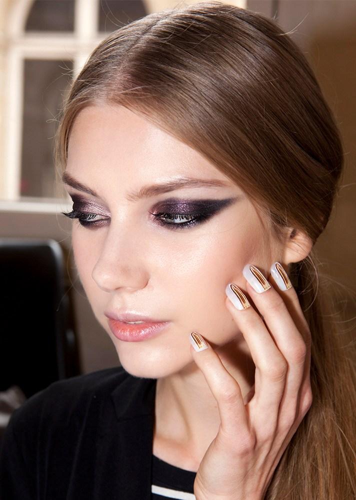 PunjabKesari, Nari, Shimmery purple cat eye, New year Party Makeup