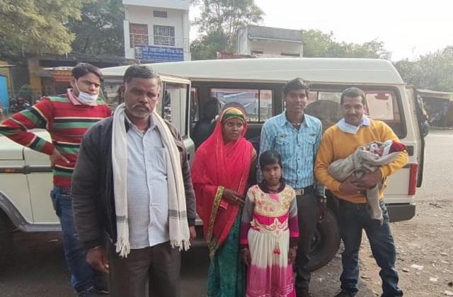 PunjabKesari,  Sagar Railway Station, Hazrat Nizamuddin, Three Idiots, Aamir Khan, Rancho, Birth in Train, Virtual Delivery