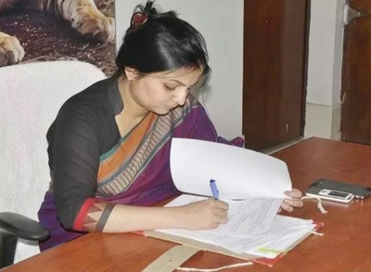 PunjabKesari, Madhya Pardesh Hindi News,Rewa Hindi News,Rewa Hindi Samachar, Collector, Priti maithil, Transfer, Sagar