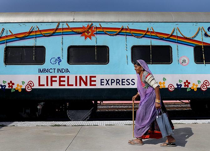 PunjabKesari, lifeline train
