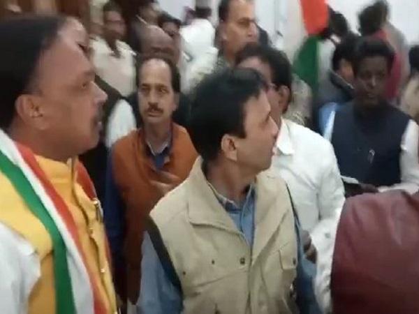 PunjabKesari, Madhya Pradesh, Indore, Congress Foundation Day, 134th Foundation Day, Congress leaders squabble, Congress split