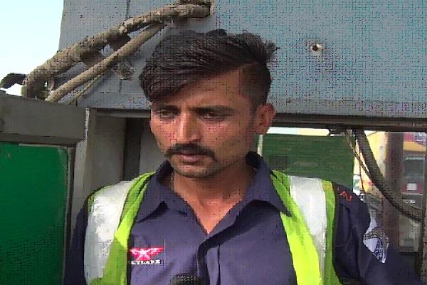 PunjabKesari, carrier,. truck, toll, plaza