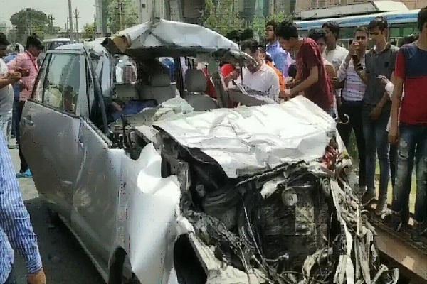 PunjabKesari, Iron, Car, accident, Social Woker, death