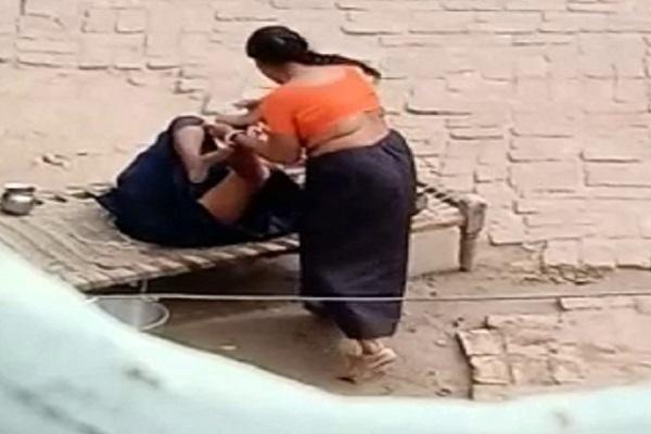 PunjabKesari, toture, Video, Bahu, neighboring