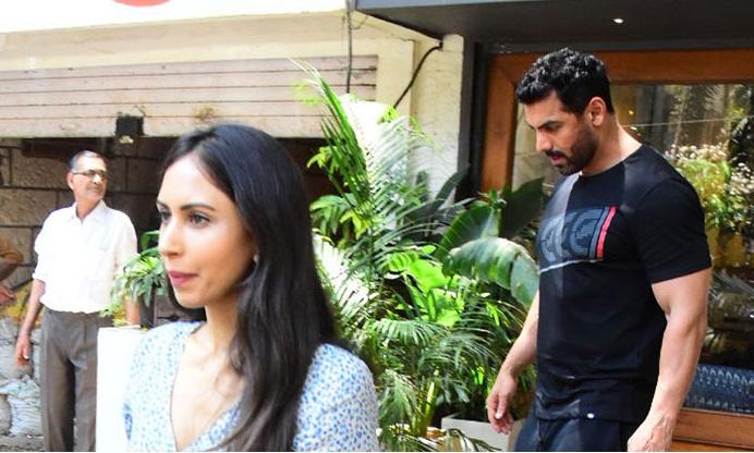 Bollywood Tadka, जॉन अब्राहम इमेज, जॉन अब्राहम फोटो, जॉन अब्राहम पिक्चर, प्रिया रुंचल इमेज, प्रिया रुंचल फोटो, प्रिया रुंचल पिक्चर