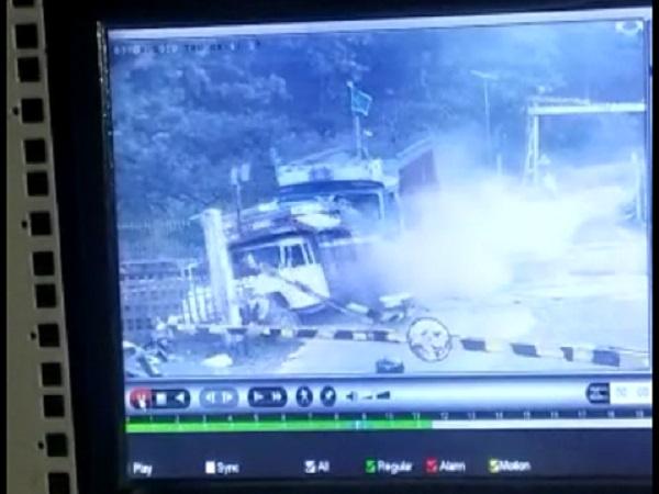 PunjabKesari, Madhya Pradesh, Sagar, accident, railway gate, Sagar Khurai route, death of woman