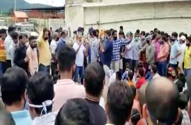 PunjabKesari, Emloyee Crowd Image