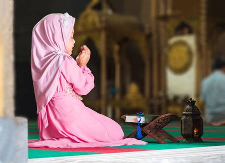 PunjabKesari, Muslim Girl doing namaz