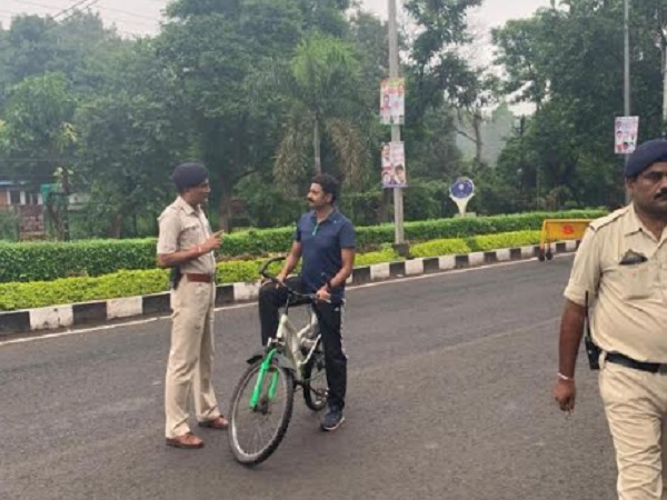 PunjabKesari, Bhopal police, checking campaign, criminal activities, ASP, surprise inspection, cycle tour, Bhopal, Madhya Pradesh