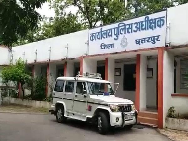 PunjabKesari, Madhya Pradesh News, Chhatarpur news, Road accident, Car In Air, Car Accident, 2 deis