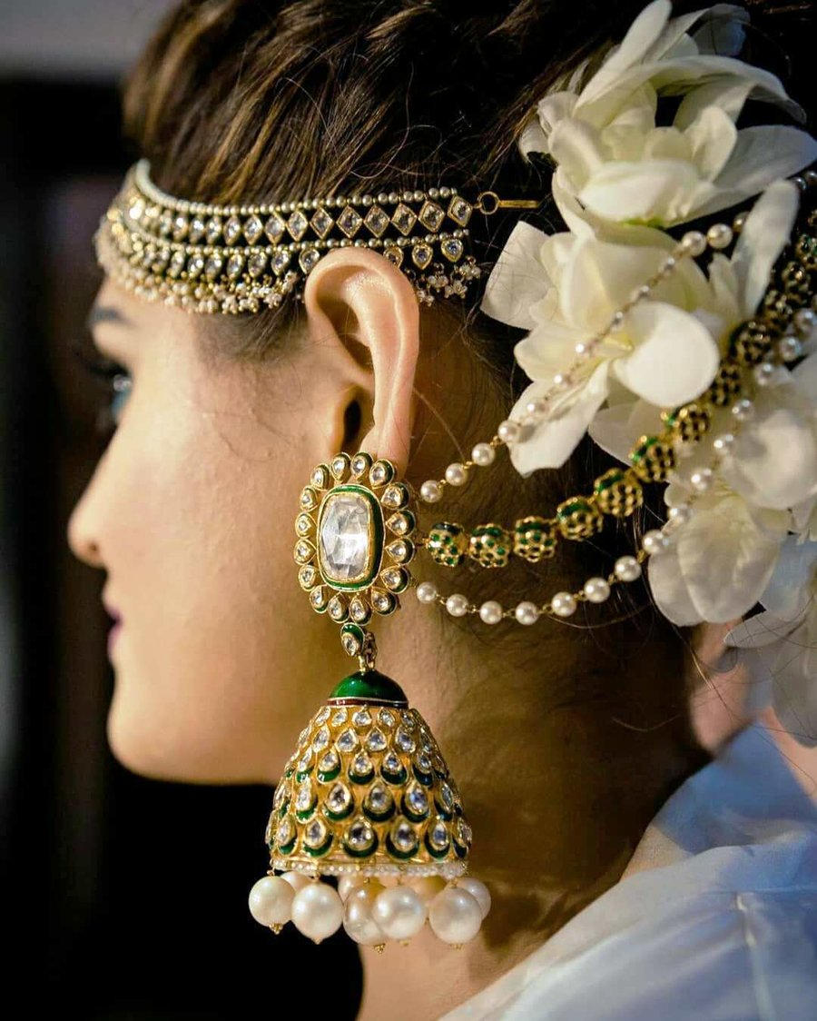 PunjabKesari,Oversized  Pearl Hanging Jhumka image,ओवरसाइज्ड पर्ल हैंगिंग झूमका इमेज