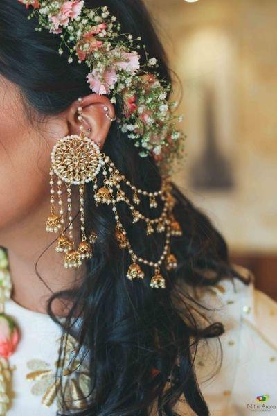 PunjabKesari,Hanging Multi Jhumka with Hoop Style Earrings image,हैगिंग मल्टी झूमका विद हूप्स स्टाइल ईयररिंग्स इमेज