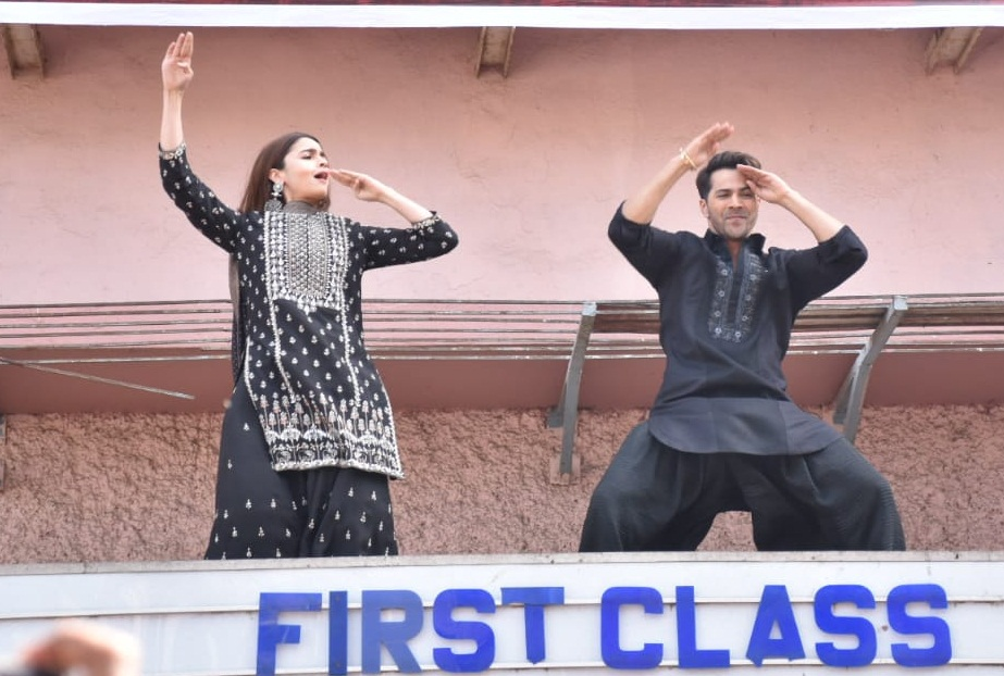 Bollywood Tadka, वरुण धवन इमेज, वरुण धवन फोटो, वरुण धवन पिक्चर, आलिया भट्ट इमेज, आलिया भट्ट फोटो, आलिया भट्ट पिक्चर