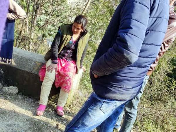 PunjabKesari, Injured Woman Image