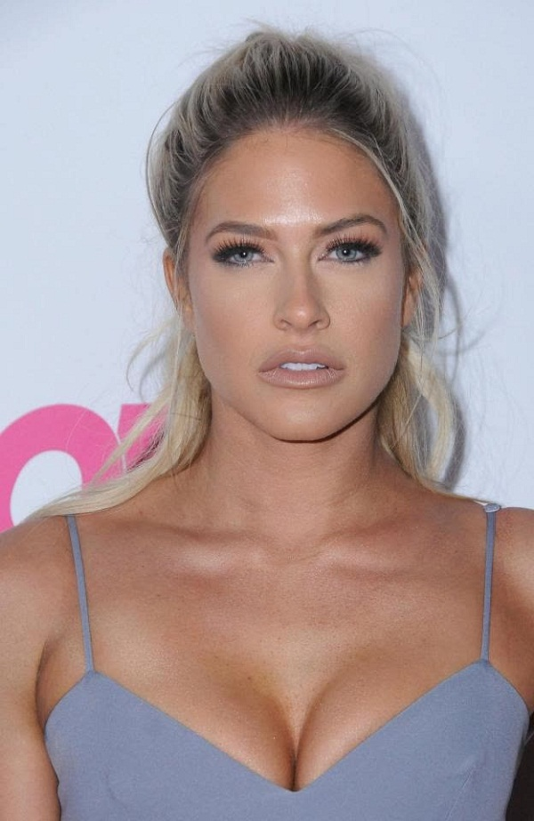 Kelly Kelly say - Vince mcmahon taught how to strip
