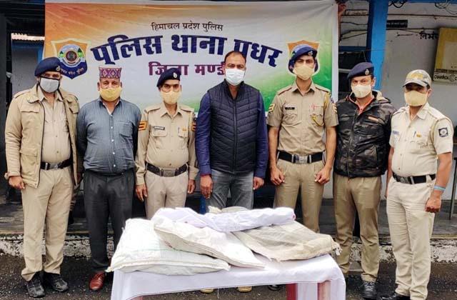 PunjabKesari, Opiuma Sample and Police Team Image