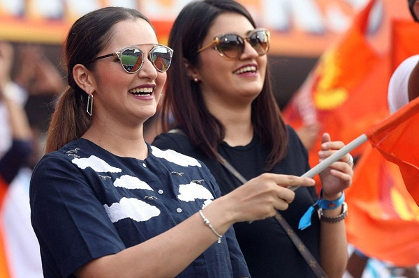 anam-mirza-again-seen-with-this-cricketer-in-srh-v-kkr-match