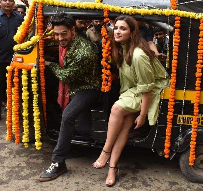 Bollywood Tadka, सिद्धार्थ मल्होत्रा इमेज, सिद्धार्थ मल्होत्रा फोटो, सिद्धार्थ मल्होत्रा पिक्चर, परिणीति चोपड़ा इमेज, परिणीति चोपड़ा फोटो, परिणीति चोपड़ा पिक्चर