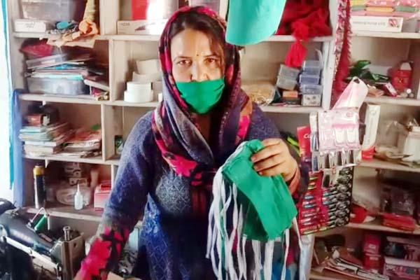 PunjabKesari, Woman With Mask Image