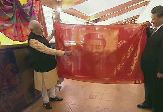 pm modi gave painting and kanjeevaram shawl to the president of china