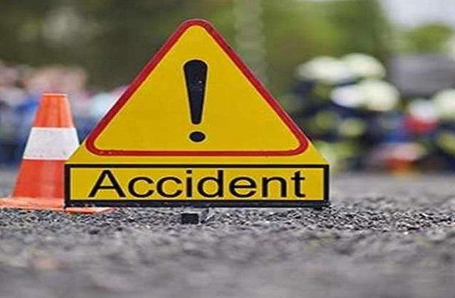 PunjabKesari, Sagar, Accident, Car, Truck, Madhya Pradesh