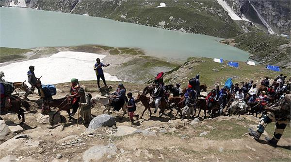 5000 tourists leave the valley