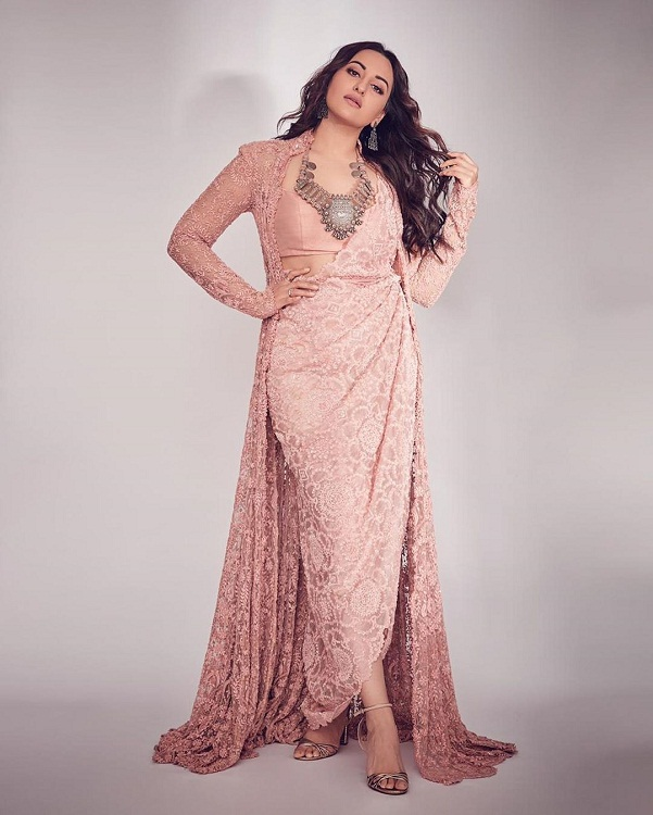 Bollywood Tadka,  Sonakshi Sinha Images, Sonakshi Sinha Pictures, Sonakshi Sinha Photos