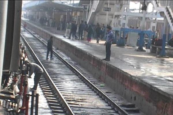 PunjabKesari,security, railway, station, people, track, life