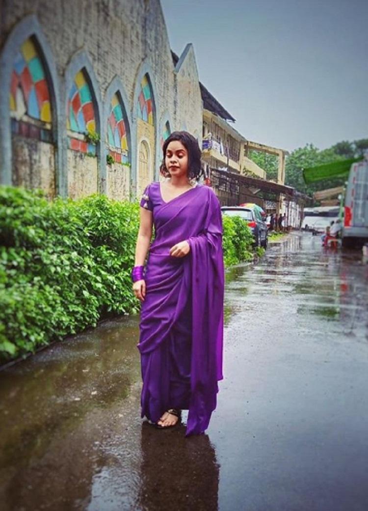 Bollywood Tadka, Sumona Chakravarti