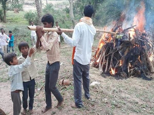 PunjabKesari, Madhya pradesh, Cahhattarpur News, Died, Women, ELectricity