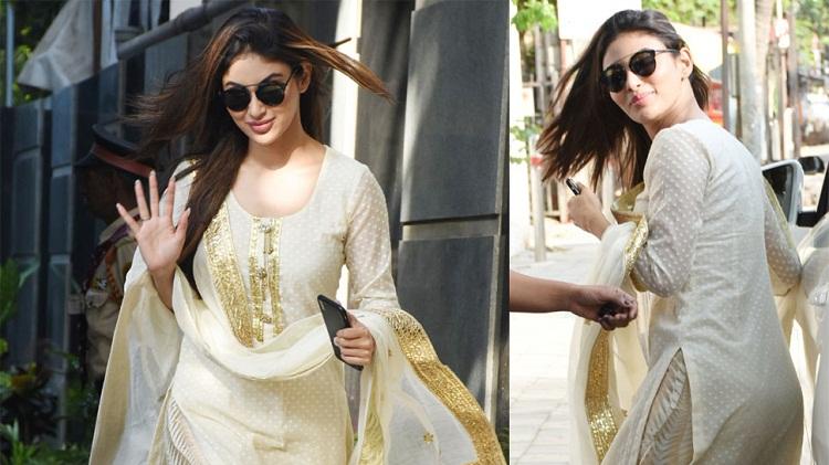 PunjabKesari, Mouni roy images