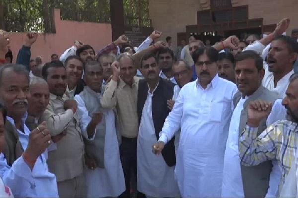 PunjabKesari, INLD, Abhay Chautala, Ajay Chautala, Resigning party