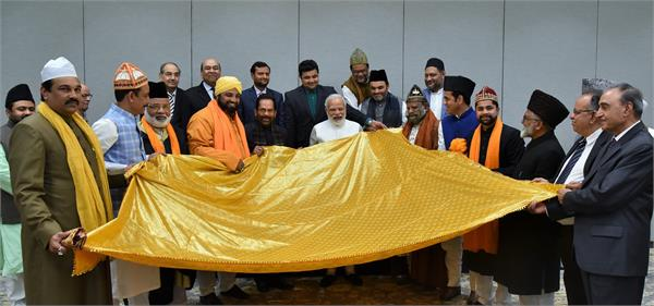 pm modi handed over the sheet at ajmer sharif s dargah
