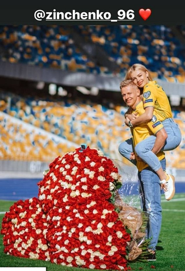 Footballer Alex proposes marriage to TV girlfriend Vlad at the stadium