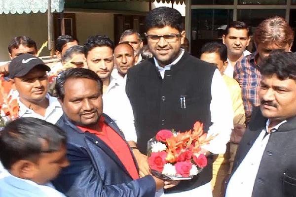PunjabKesari, haryana hindi news, dushyant chautala