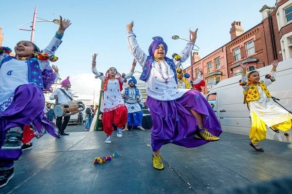 diwali festival of lights festival in birmingham people thronged