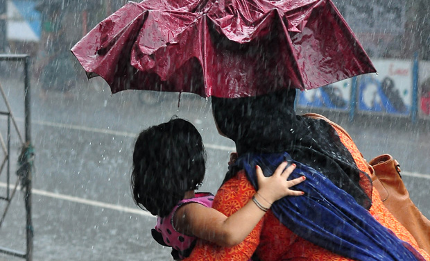 heavy rains in tamil nadu 26 flights delayed