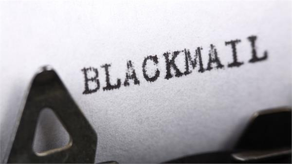 7 named including 2 girls accused of blackmailing person