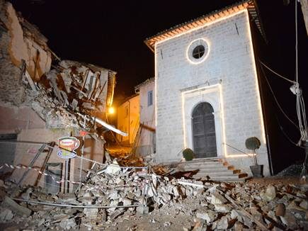 earthquake hits central italy tremors felt in rome