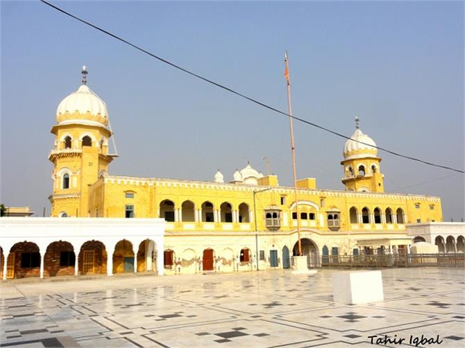 the pakistan government will give four gifts to sikhs