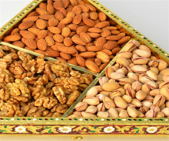 dry fruits almonds