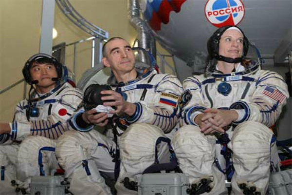 nasa astronaut kate rubins and 2 others safely returns from iss