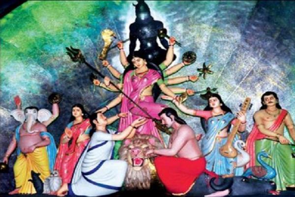 leader statue in durga devotee