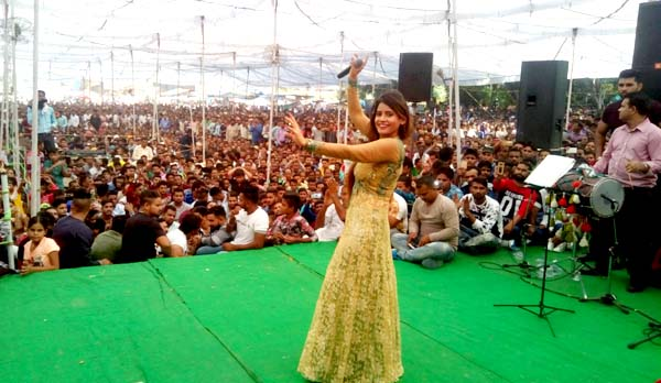 channi fair miss pooja perform